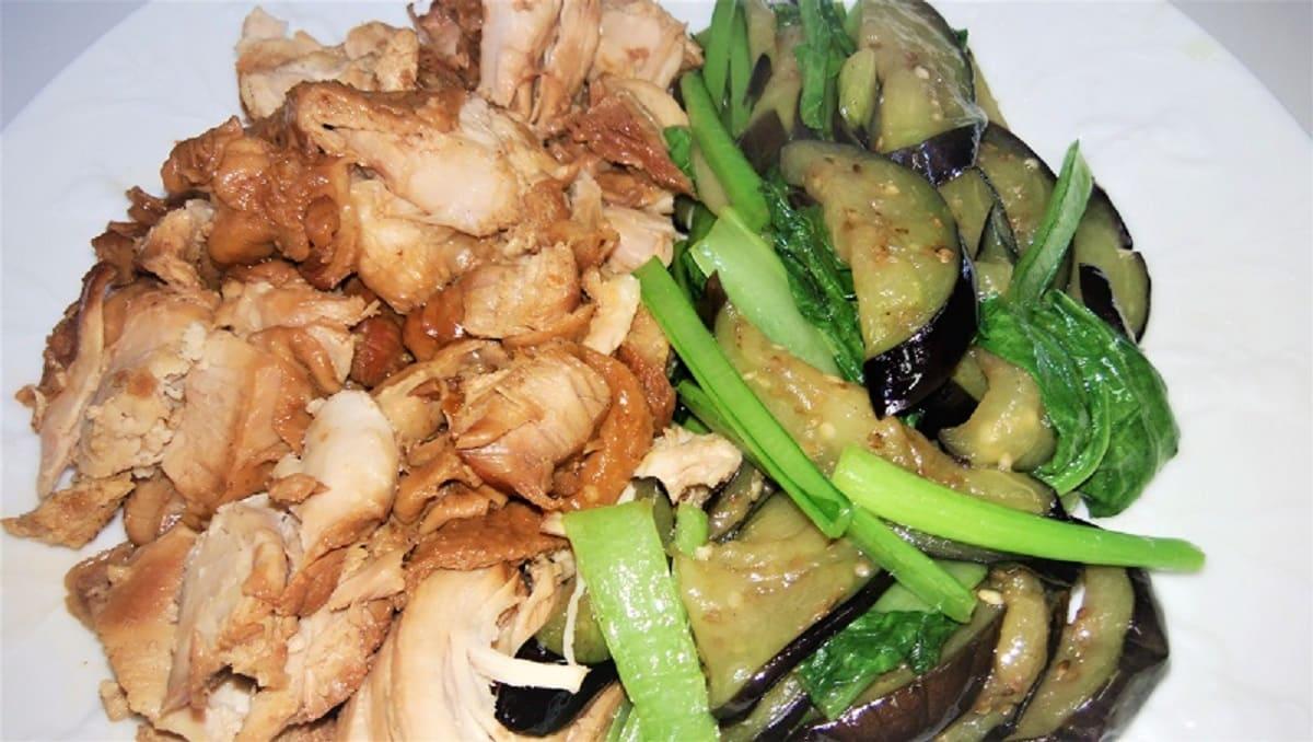 鶏肉の煮込みと茄子の炒め物