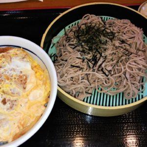 山田うどん食堂のセット