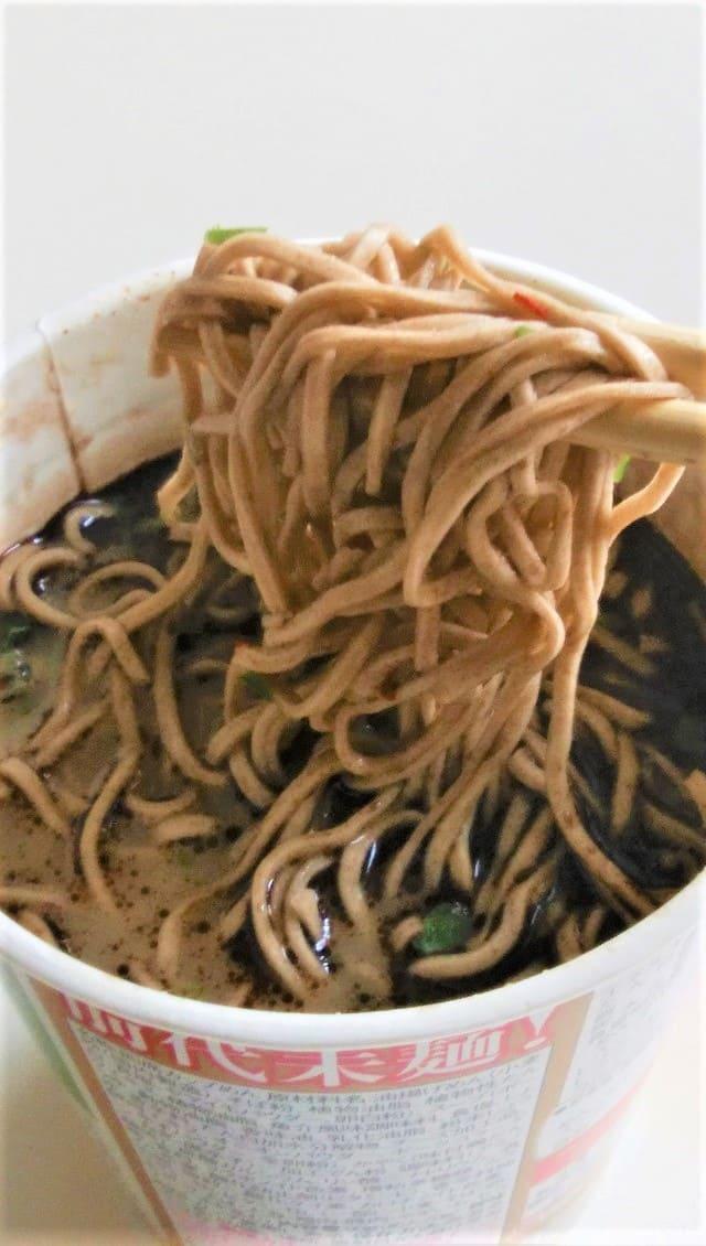 ヤバそばの麺リフト